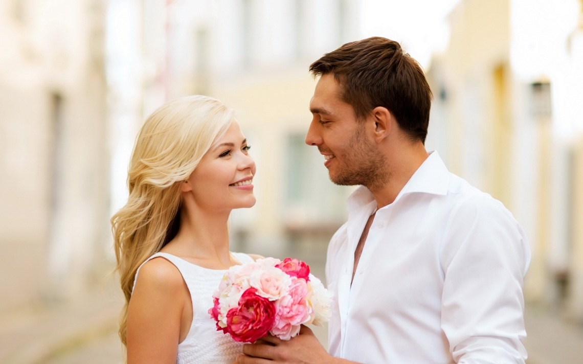 happy-couple-proposing-with-flowers-bouquet