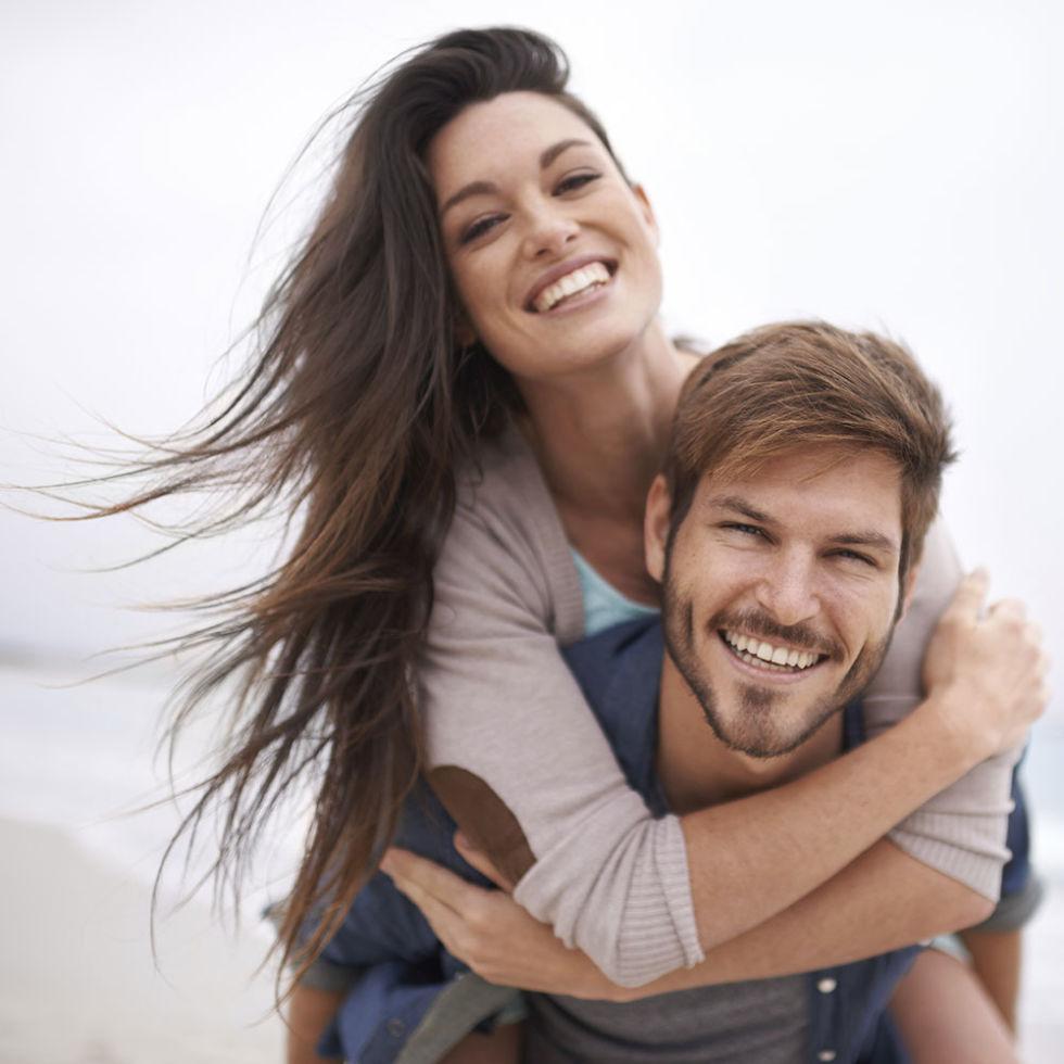 1433811712-happy-couple-on-beach