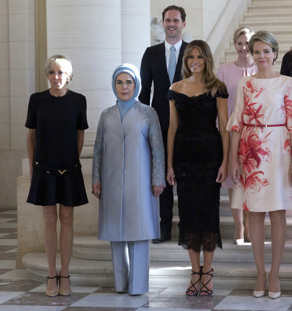 melania-trump-black-dress-sandals-belgium-08-crop1
