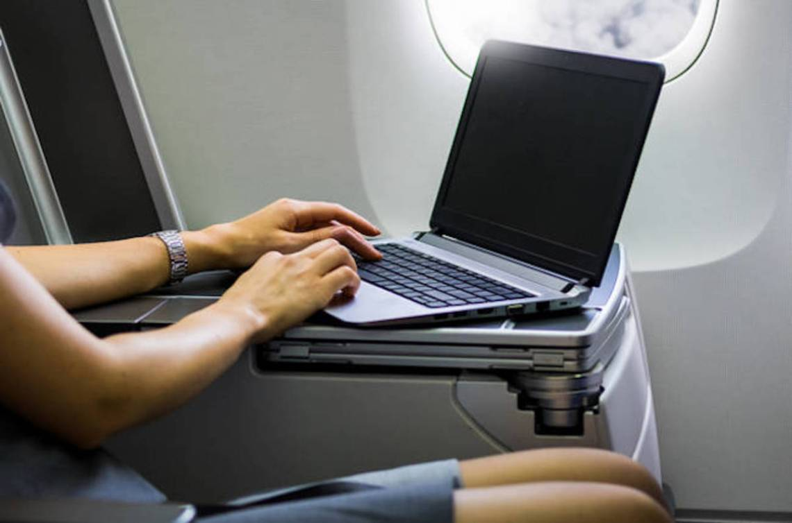 shutterstock_laptop_airplane