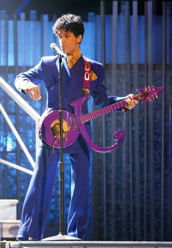 2949420-musical-artsin-prince-performs-at-the-46th-annual-grammy_1.jpg.CROP.promovar-mediumlarge