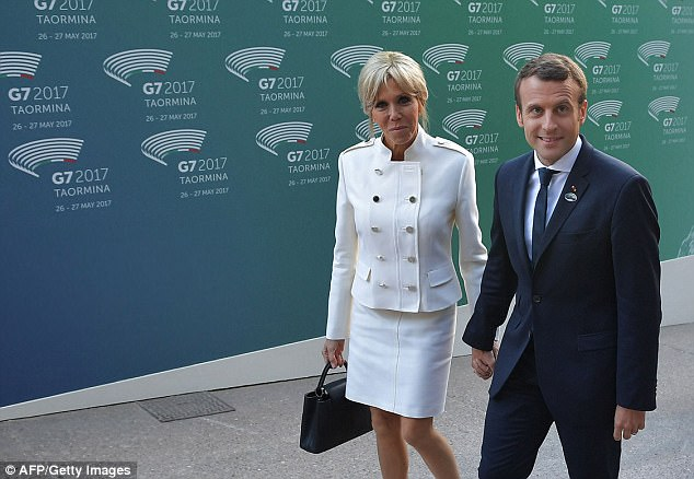 40D569A100000578-0-French_President_Emmanuel_Macron_and_his_wife_Brigitte_arrive_fo-a-64_1495968466905