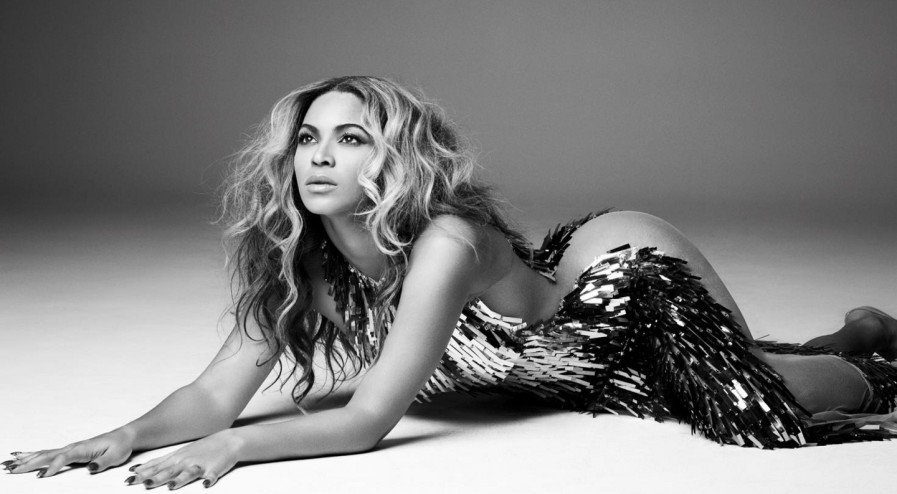 Beyonce-Mrs-Carter-tourbook-beyonce-34487090-1440-900-897x494