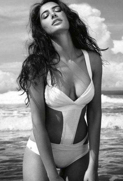 111c39ef014e2971c6e01329c8de3092--bollywood-bikini-bollywood-actress