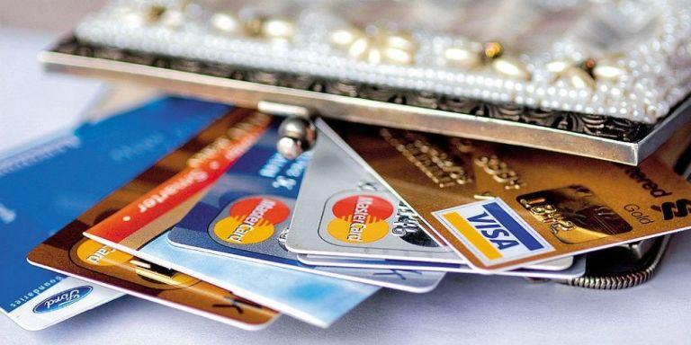 landscape-1452122973-credit-cards