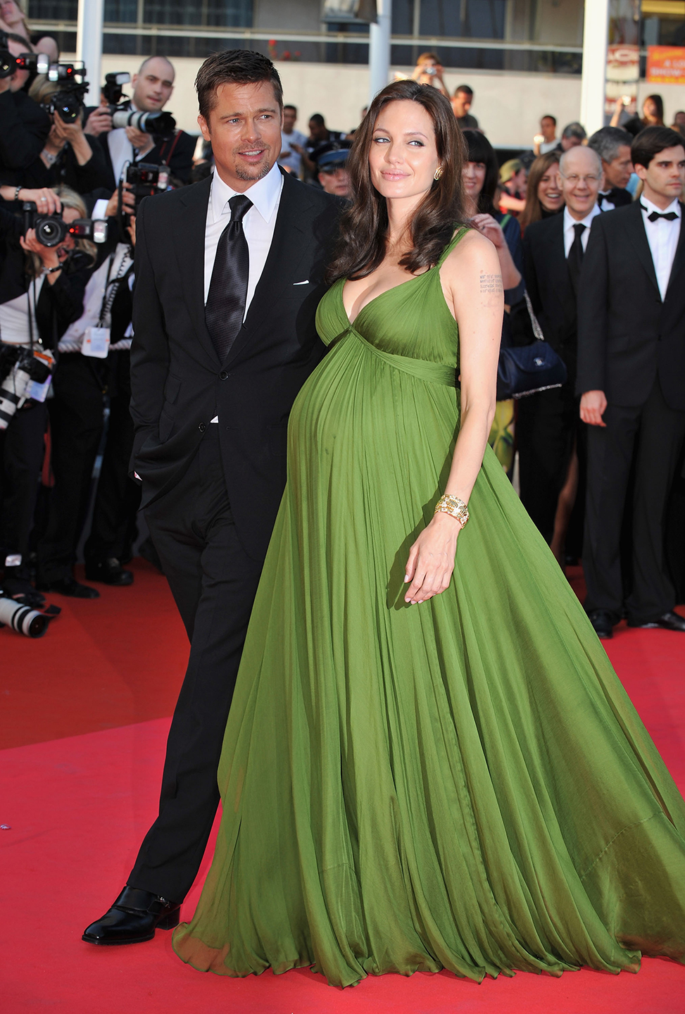 540080d5193f09557a7d0e33_brad-pitt-angelina-jolie-relationship-married-ss07